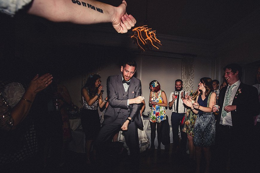 9 ways to keep your wedding guests on the dancefloor - Provide entertainment | CHWV