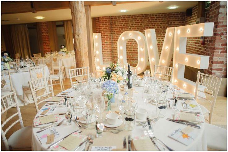 Styling Your Venue: Stunning Wedding Lighting Ideas - Hollywood style lighting | CHWV