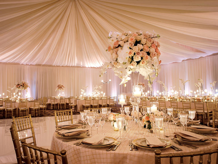 How to style those amazing marquee wedding venues chwv for Indoor marquee decoration