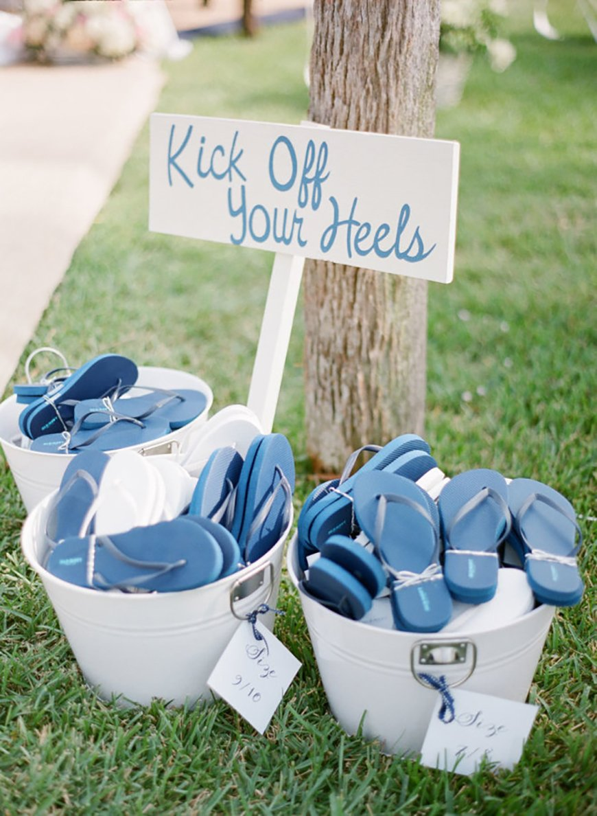 9 ways to keep your wedding guests on the dancefloor - Think about the feet | CHWV