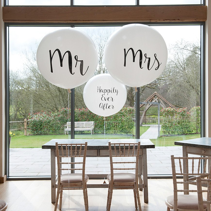 Styling Outdoors At Your Wedding Chwv