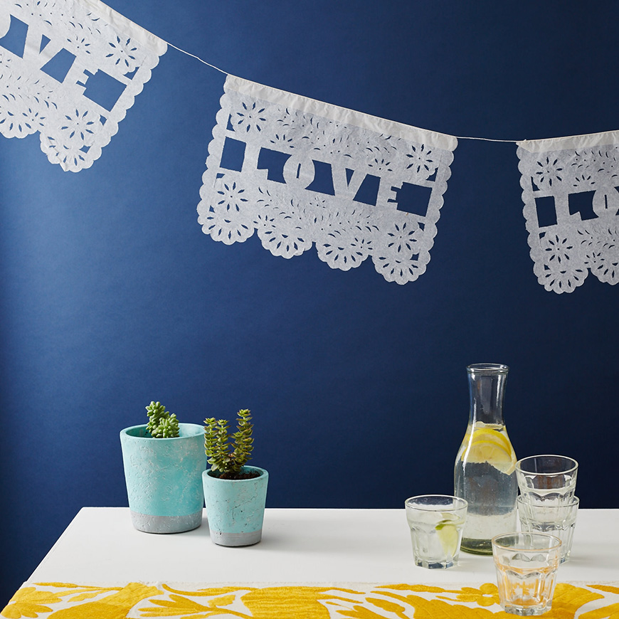 Styling outdoors at your wedding reception - Bunting | CHWV