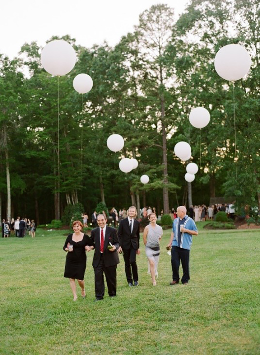 Styling outdoors at your wedding reception - Balloons | CHWV