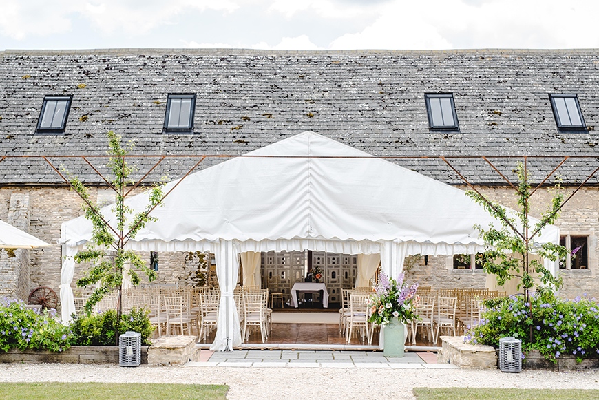 9 Summer Wedding Venues In The Cotswolds - Oxleaze Barn | CHWV