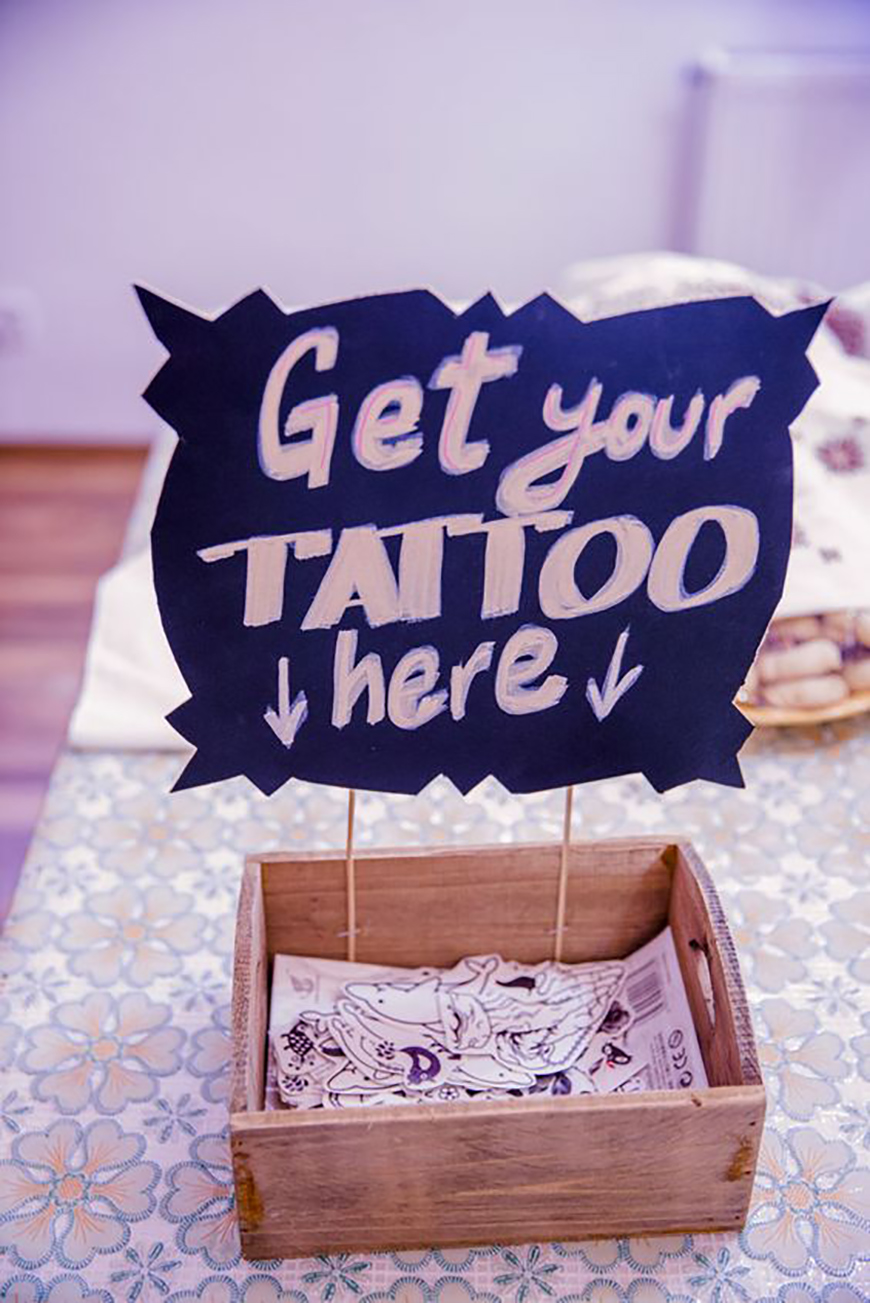The Best Modern Wedding Favours For Every Style - Temporary tattoos | CHWV