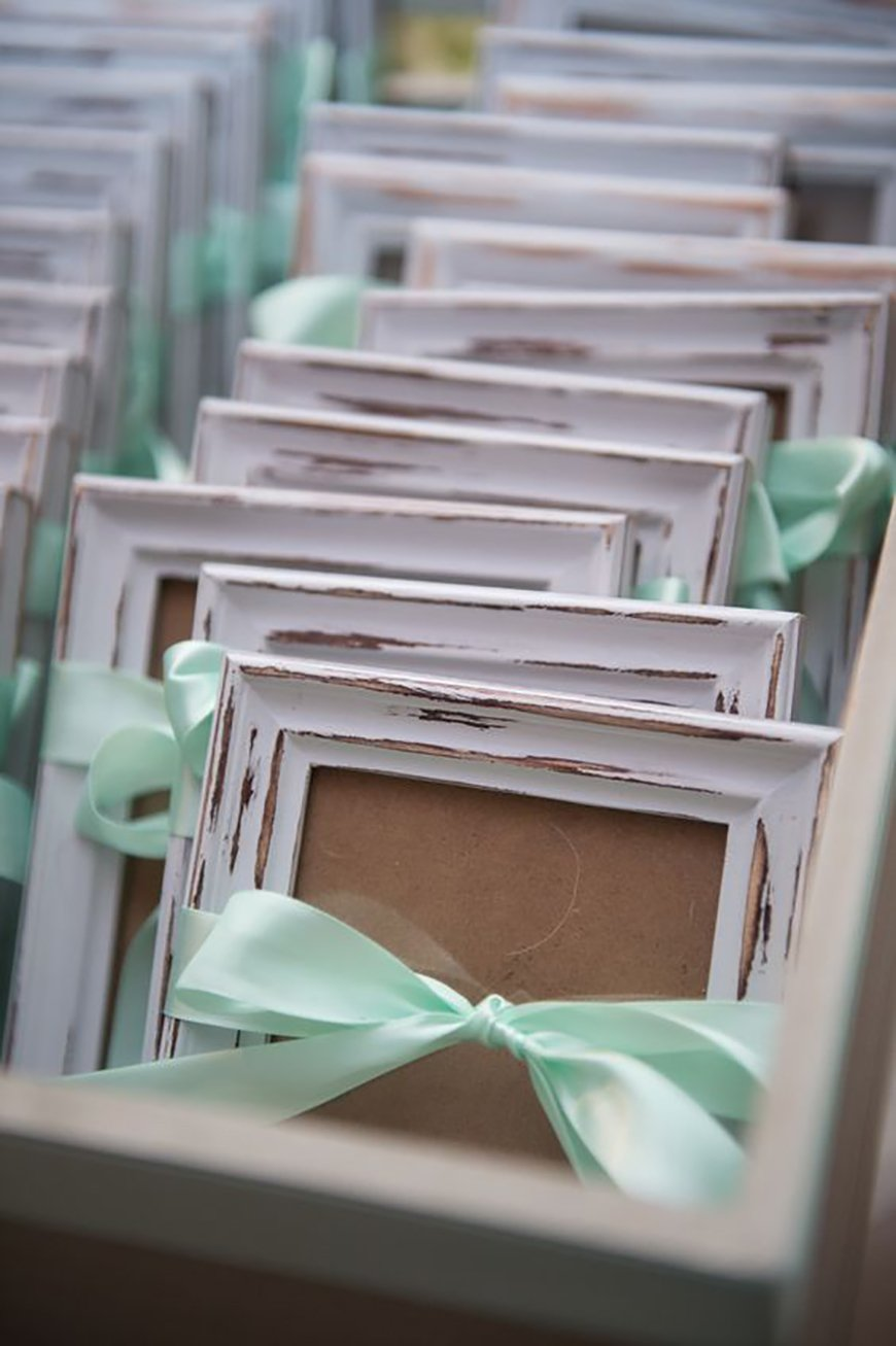 The Best Modern Wedding Favours For Every Style - Photo frames | CHWV