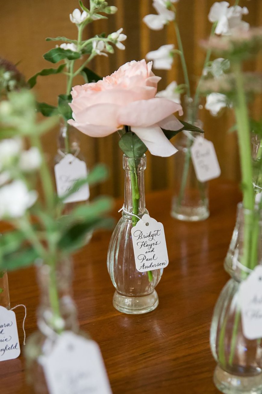 The Best Modern Wedding Favours For Every Style - Mini vases | CHWV