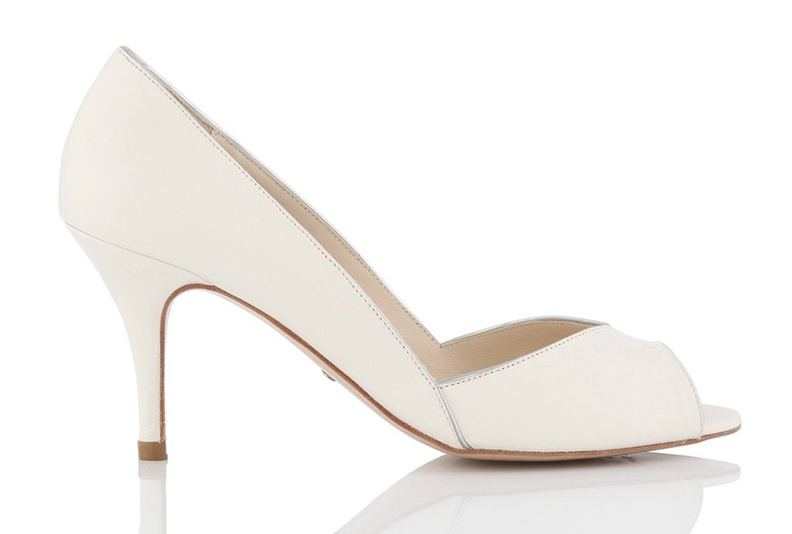 The Best Wedding Shoes for a Winter Wedding - Silver bows | CHWV