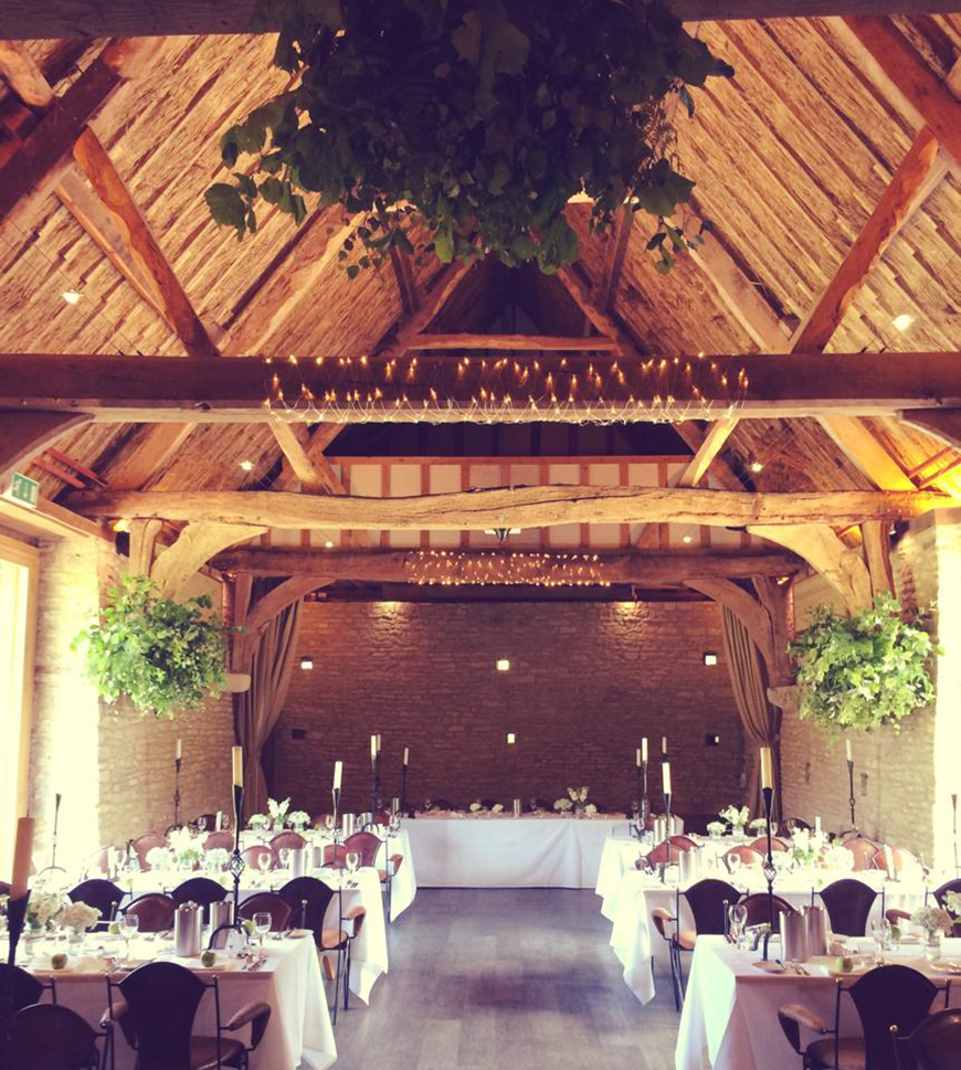 11 beautiful barn wedding venues chwv for Best places for wedding receptions