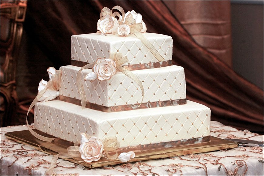 Jeepers Creepers! 28 Unmissable Art Deco Wedding Cakes | CHWV