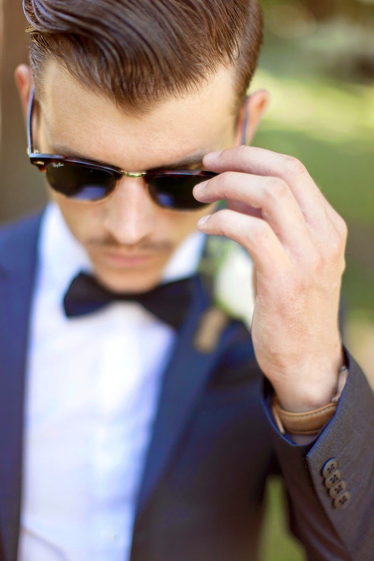13 Wedding Gift Ideas: For the Groom - Sunglasses | CHWV