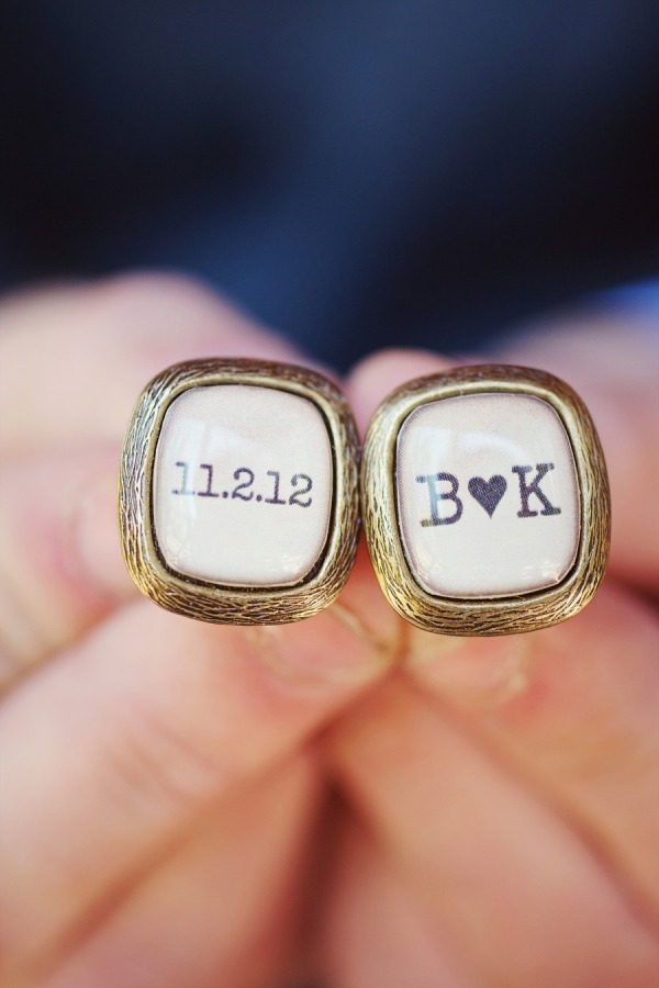 13 Wedding Gift Ideas: For the Groom - Cuff links | CHWV