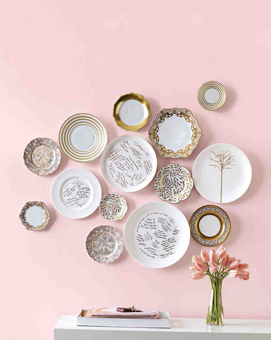 15 amazing wedding guest book ideas chwv for Decor plates