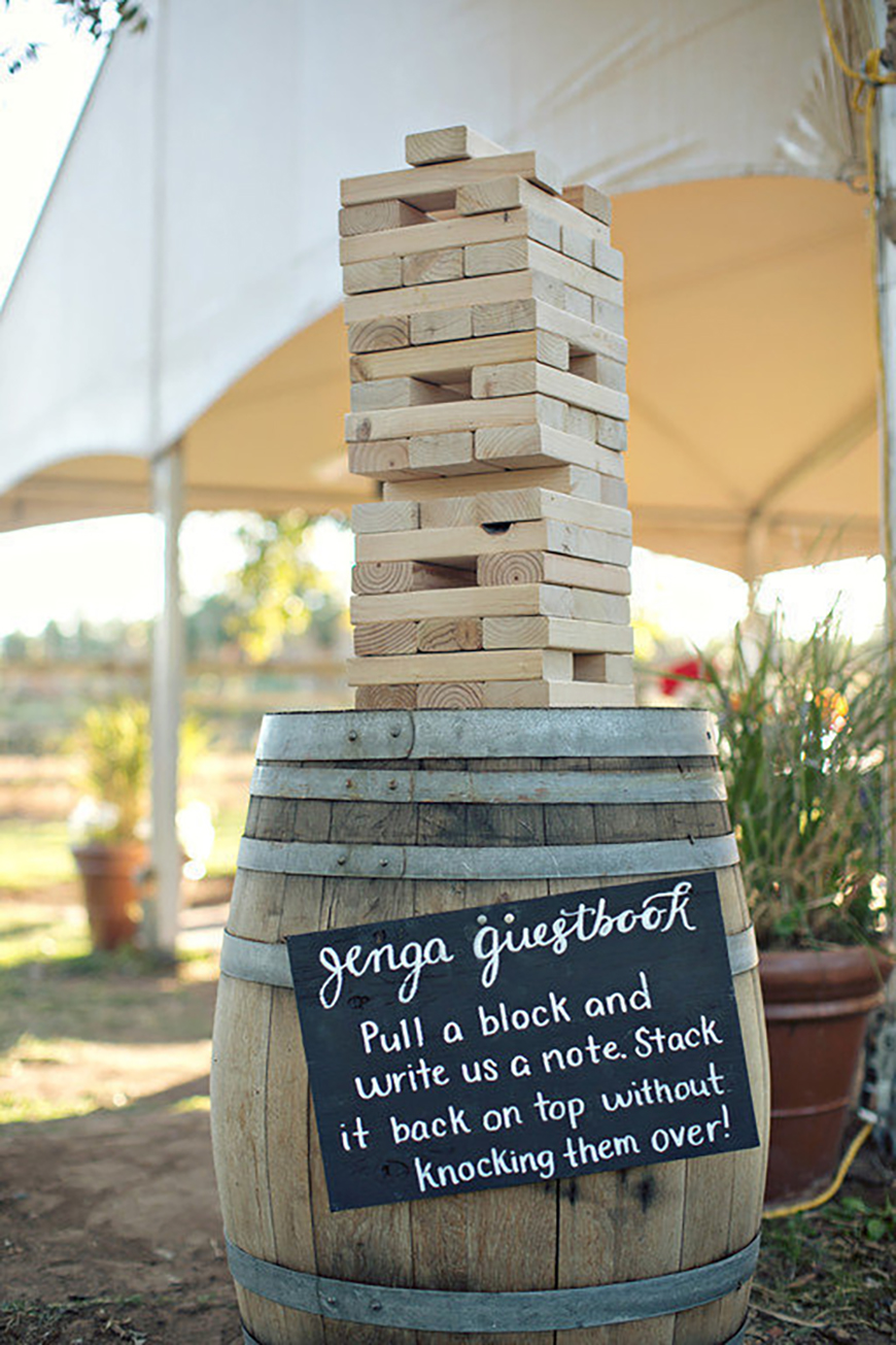 15 amazing wedding guest book ideas - Game of love | CHWV