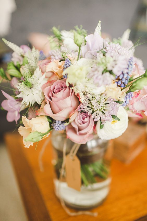 9 Wonderful Wedding Gift Ideas for the Mums - Flowers | CHWV