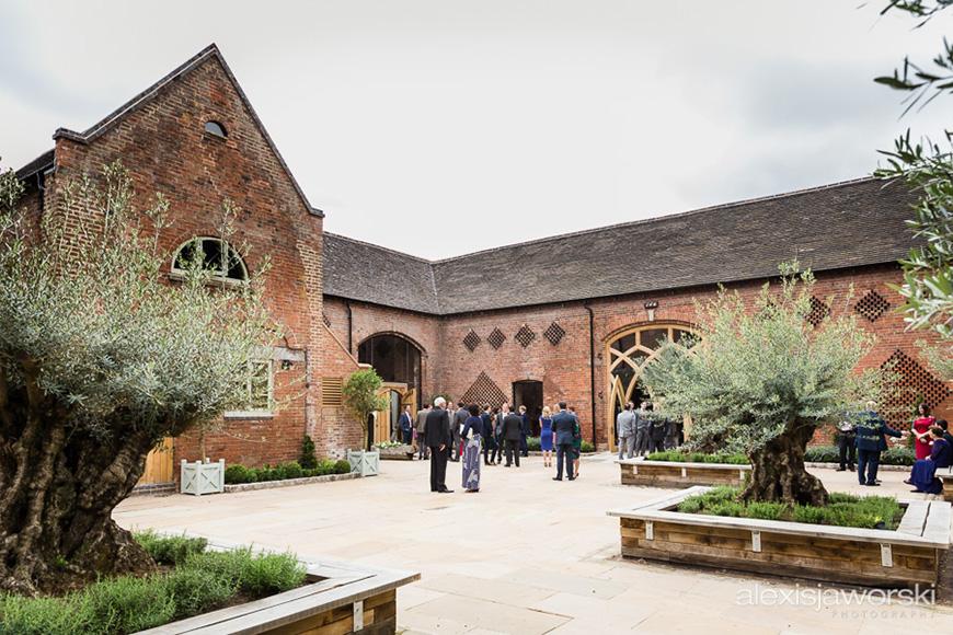 Wonderful Wedding Venues in Warwickshire - Shustoke Farm Barns   CHWV