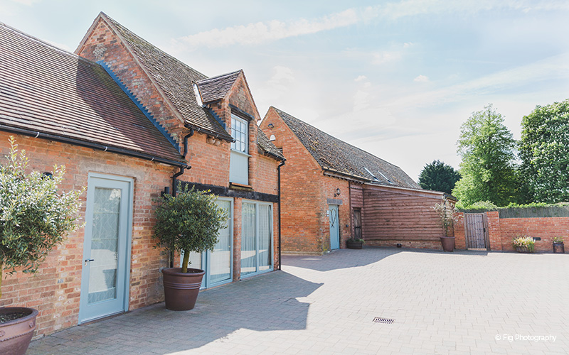 Barn Wedding Venues Cambridgeshire Bassmead Manor Chwv