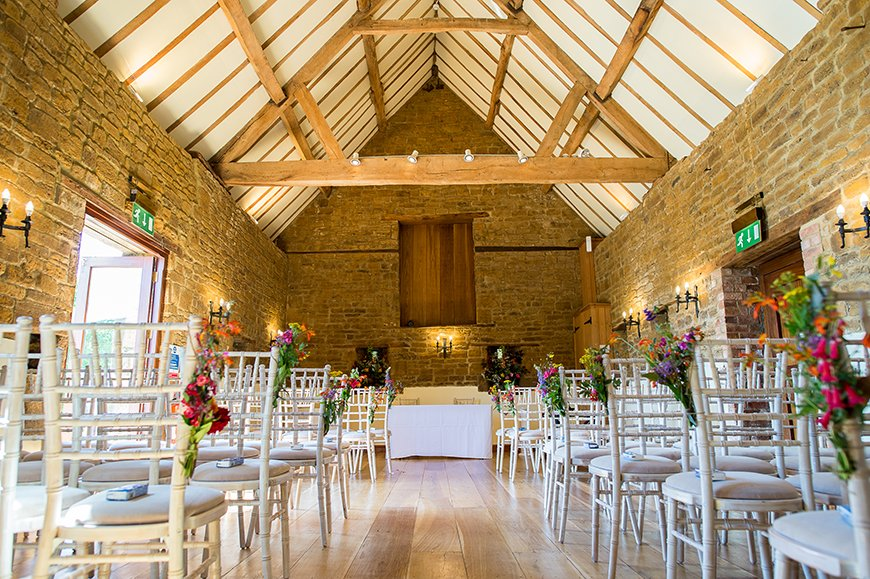 11 Budget-Friendly Barn Wedding Venues - Crockwell Farm | CHWV