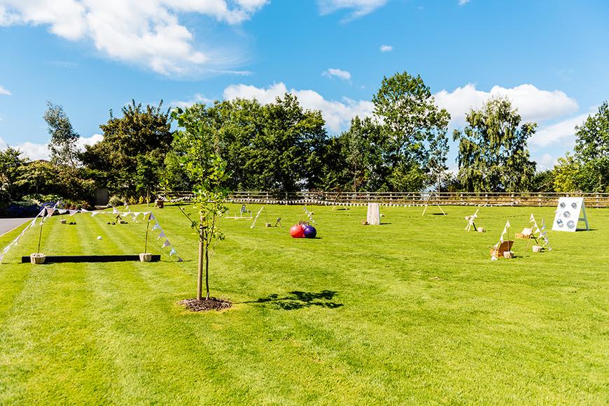 12 Colourful Summer Wedding Ideas - Lawn games | CHWV