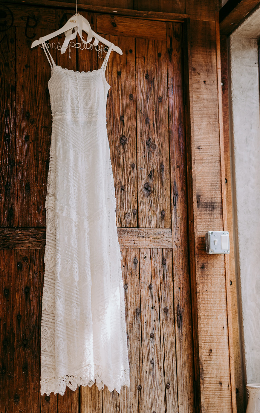 12 Colourful Summer Wedding Ideas - Linen and lace | CHWV