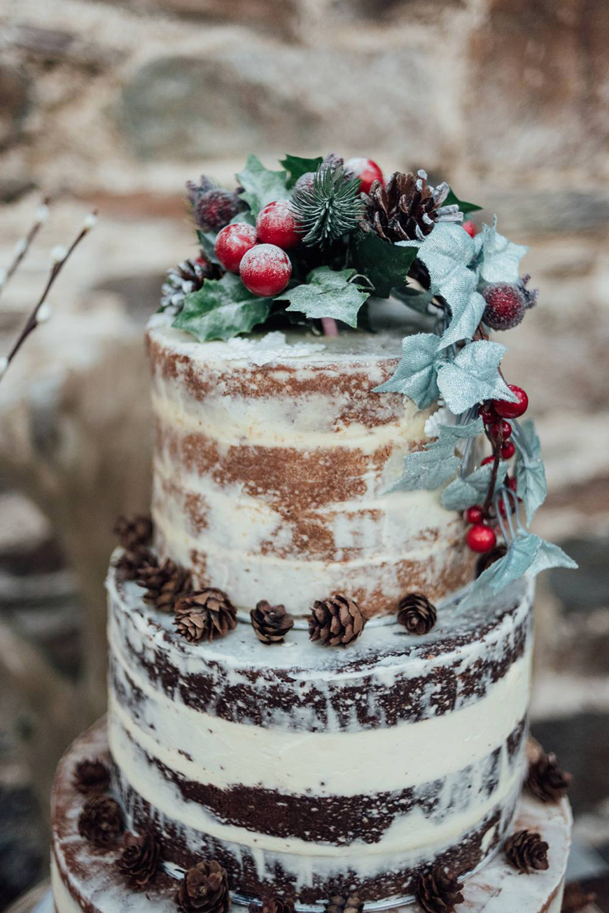 The Coolest Winter Wedding Ideas - Christmassy cakes | CHWV