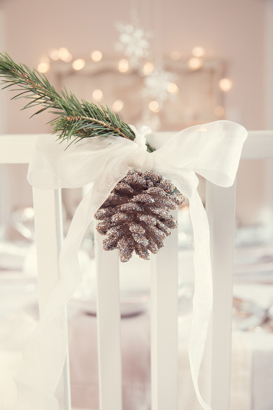 The Coolest Winter Wedding Ideas - Pinecone prettiness | CHWV