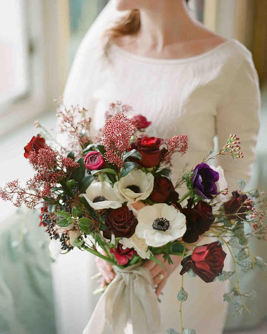 The Coolest Winter Wedding Ideas - Foraged florals | CHWV