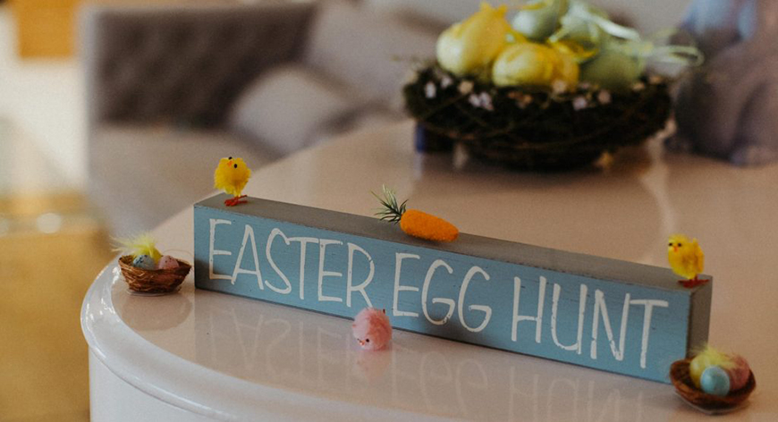 21 Cracking Easter Wedding Ideas - Easter egg hunt | CHWV