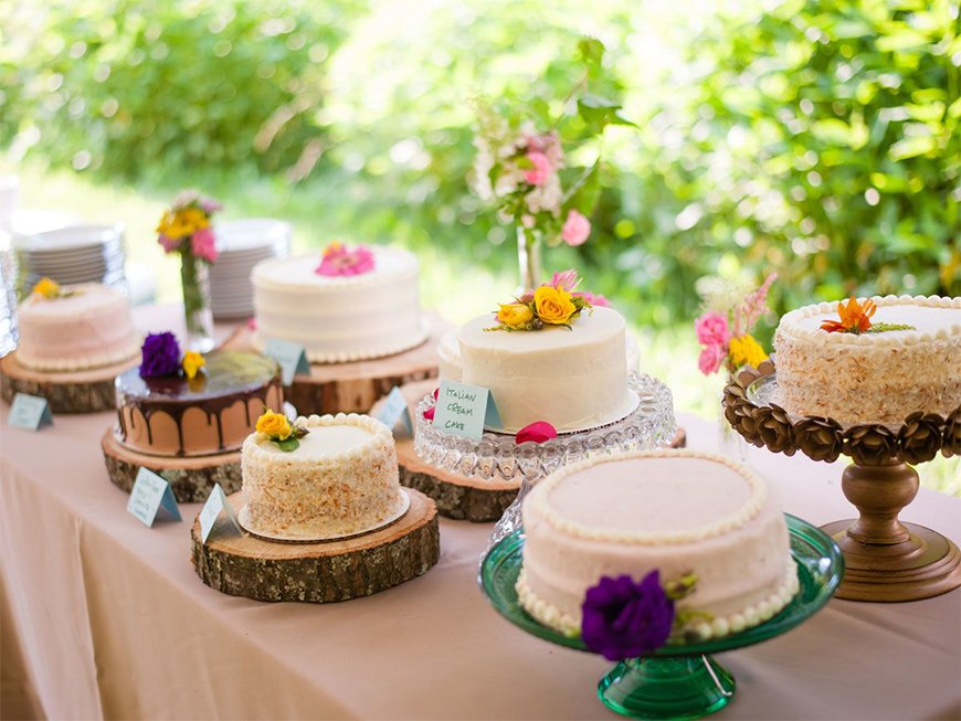 Delicious Dessert Tables You Have To See - Let there be cake   CHWV