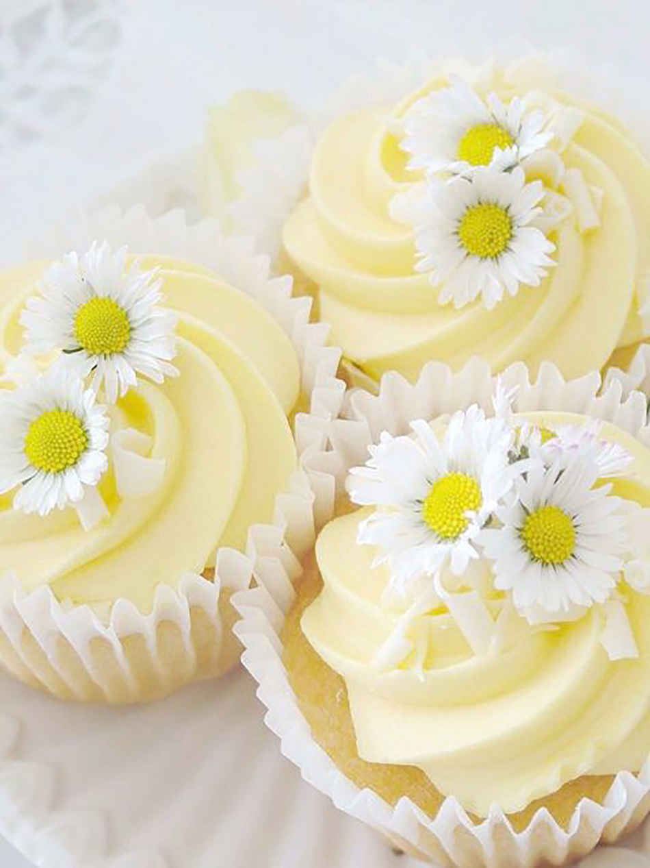 Wedding ideas by colour: pastel yellow flowers