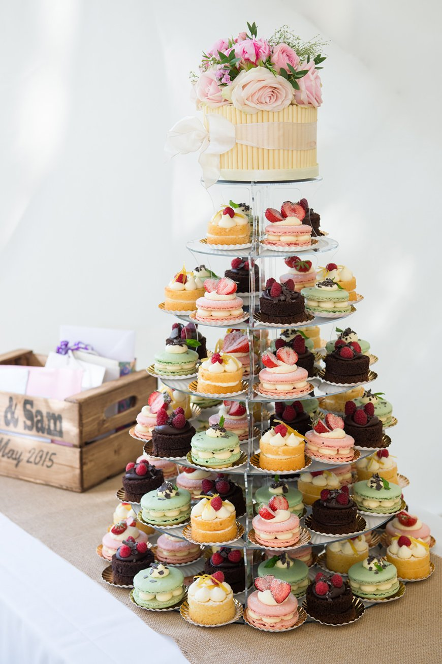 Edible Wedding Favours To Treat Your Guests - Cupcakes | CHWV
