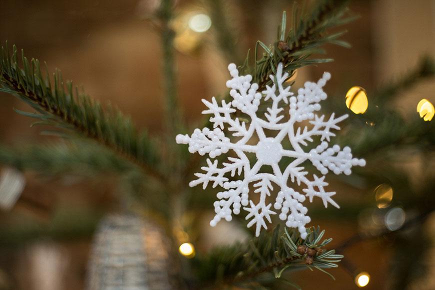 Emma and Danny at Mythe Barn - Snowflake decoration | CHWV