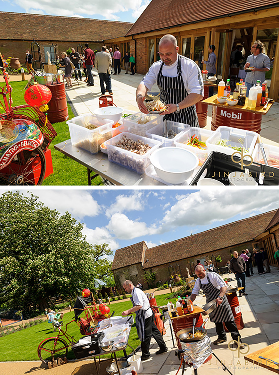 Entertaining your wedding guests outside - dine outside