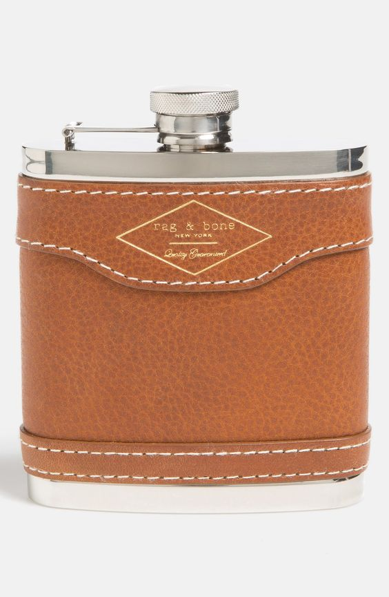 8 Father of the Bride Gift Ideas - Hip flask | CHWV