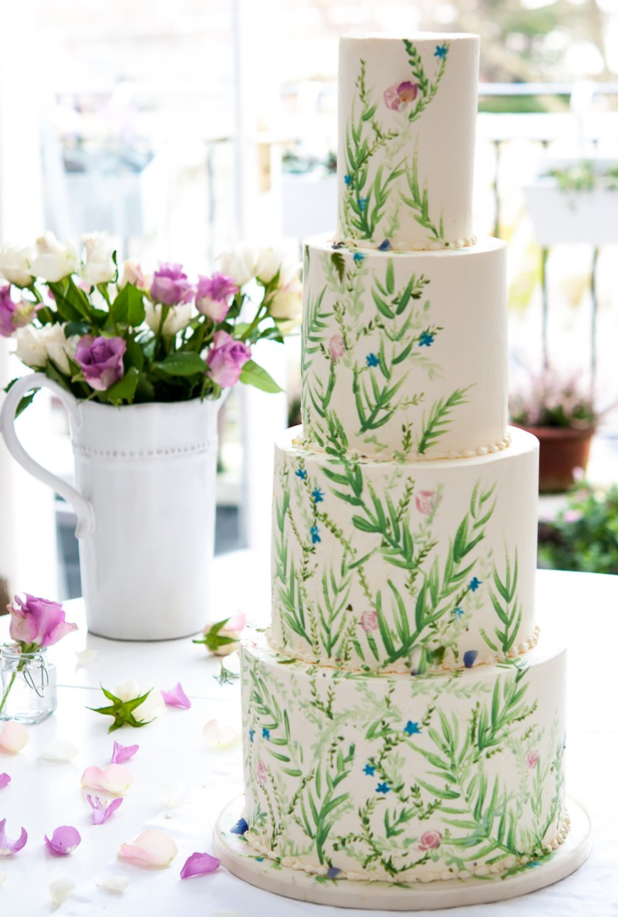 Wedding Ideas By Colour: Green Wedding Cakes - Just a hint   CHWV