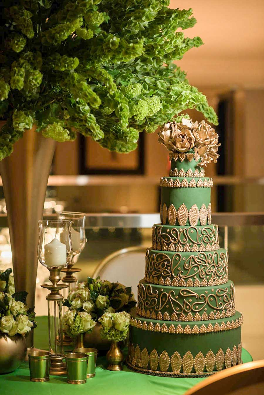 Wedding Ideas By Colour: Green Wedding Cakes - Bold and beautiful | CHWV