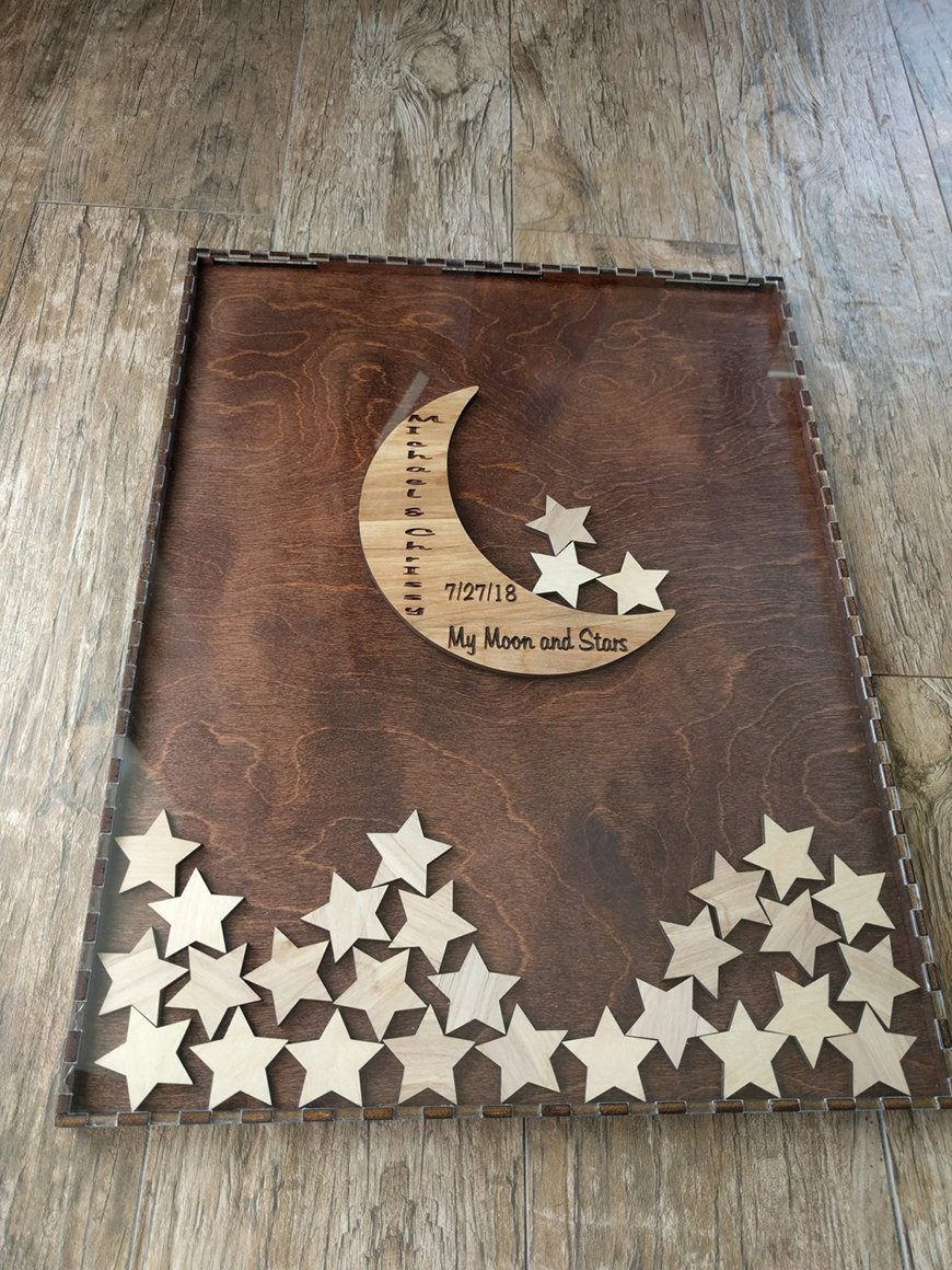 Guest Book Ideas You Won't Want To Miss - Wooden stars | CHWV