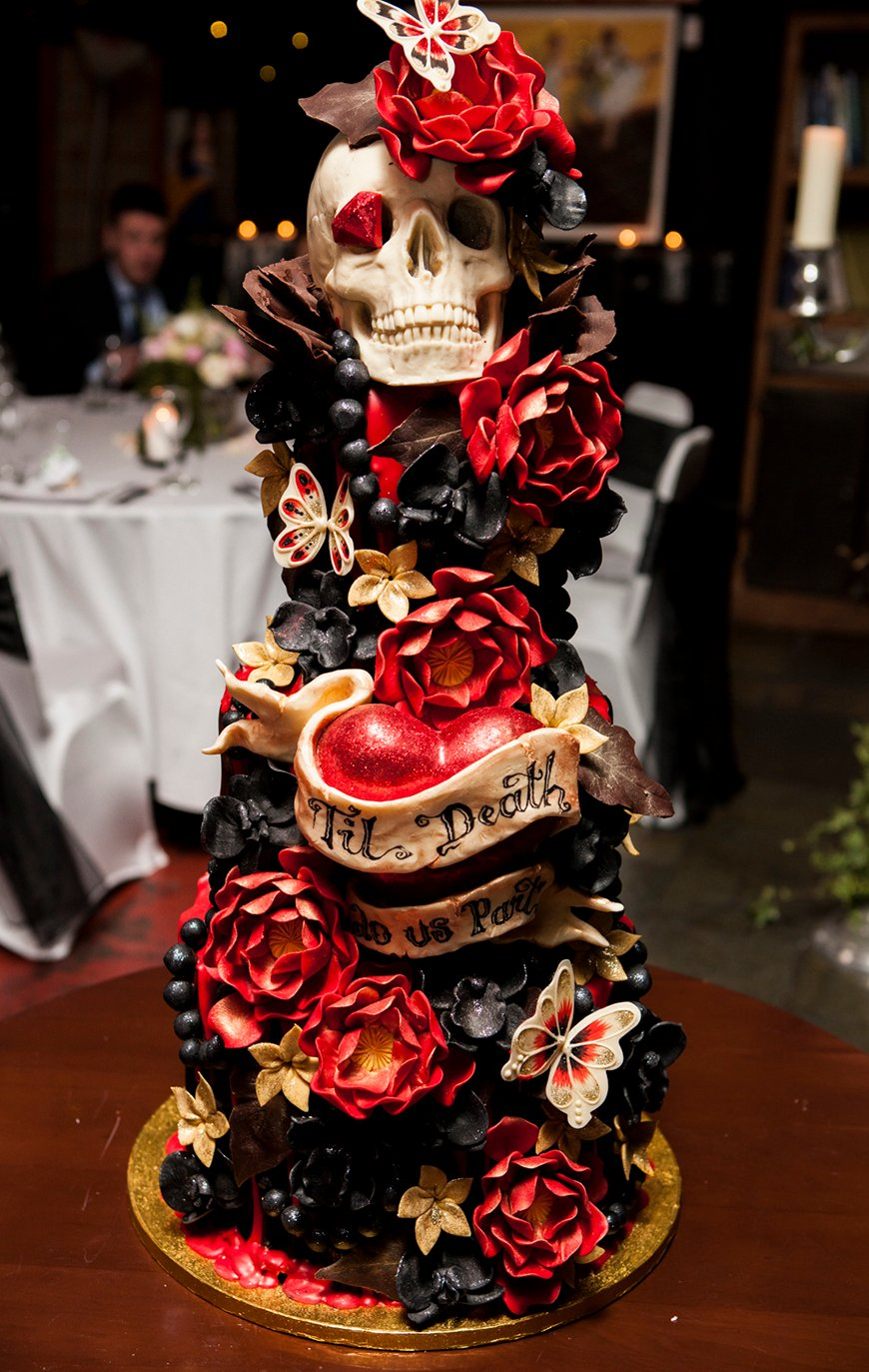 23 Halloween Wedding Cakes | CHWV