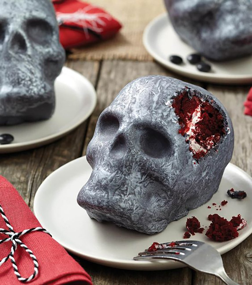 23 Hair-Raising Halloween Wedding Cakes | CHWV