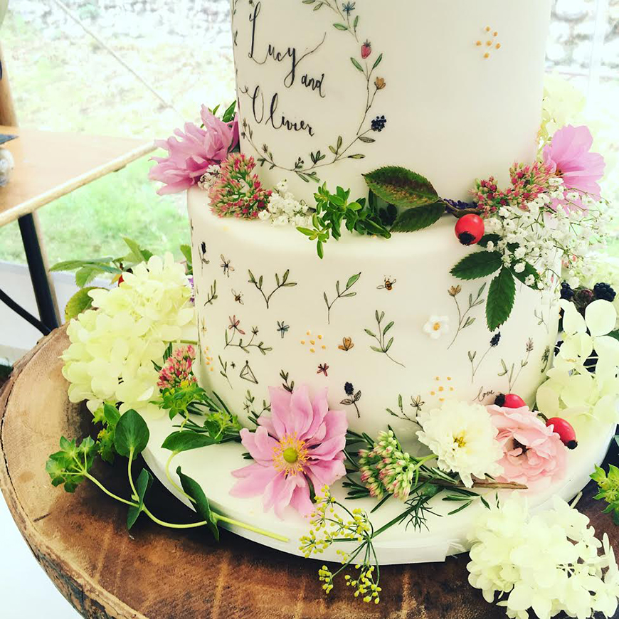 Hand-Painted Wedding Cakes You Have To See - Rustic wedding cakes | CHWV