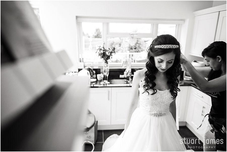 A feel-good, autumnal wedding at Packington Moor - Getting ready | CHWV