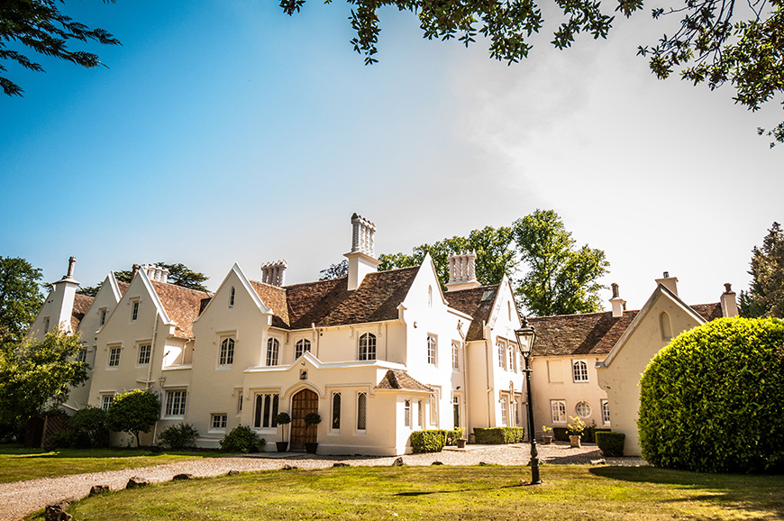 Our Five Favourite Intimate Wedding Venues in Berkshire - Silchester House | CHWV