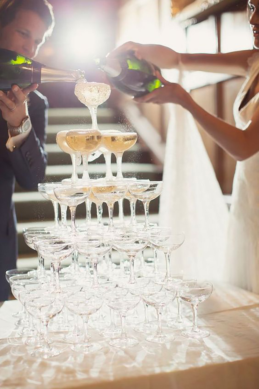 25 Jaw Dropping Wedding Ideas - Champagne kisses | CHWV