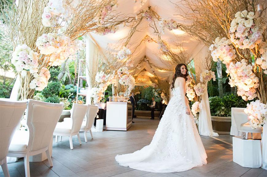 25 Jaw Dropping Wedding Ideas - Floral drama   CHWV