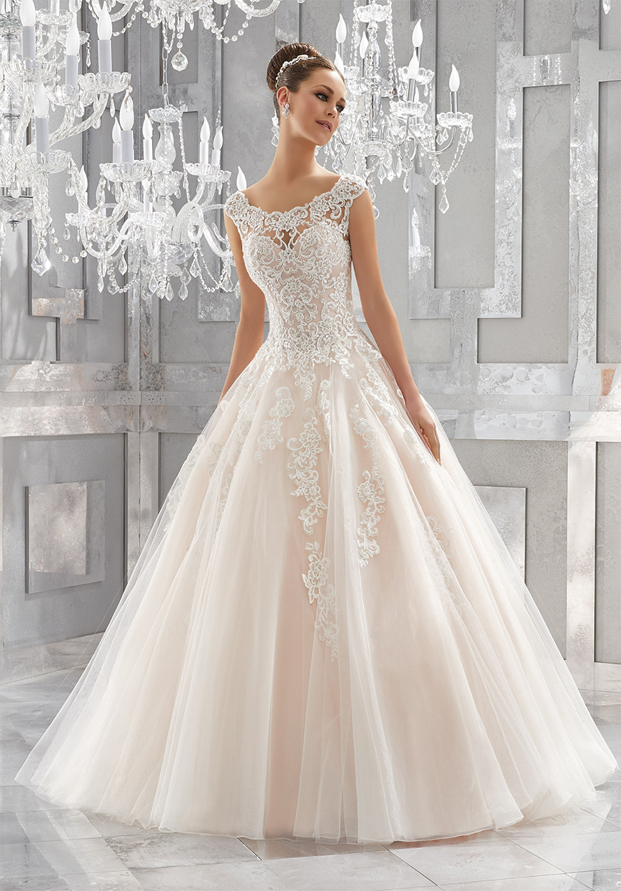 How To Match Your Look To Your Wedding Venue - Melissima wedding dress | CHWV