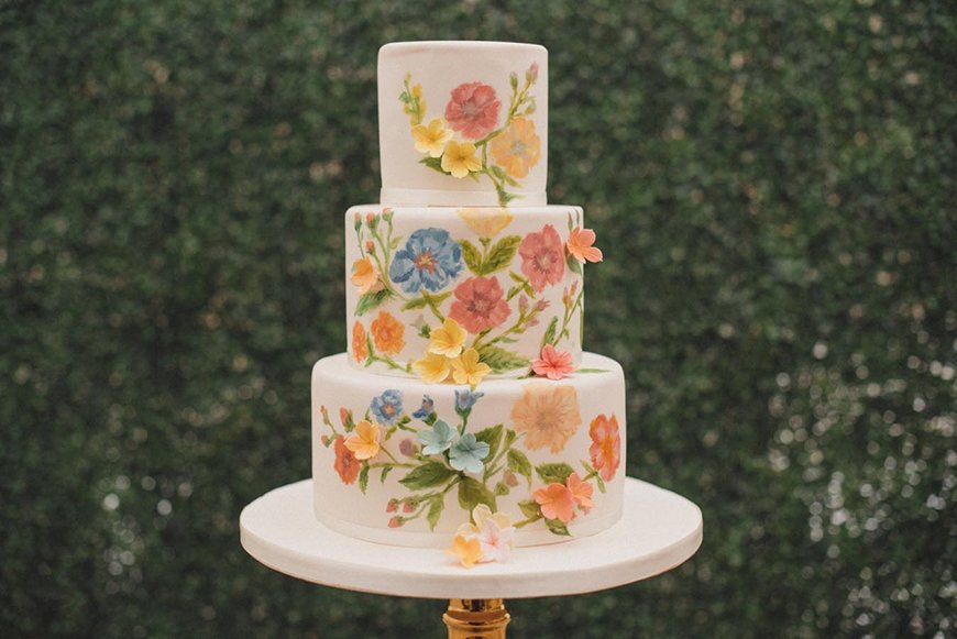Modern Wedding Cakes You Won't Want To Miss - Edible artwork | CHWV