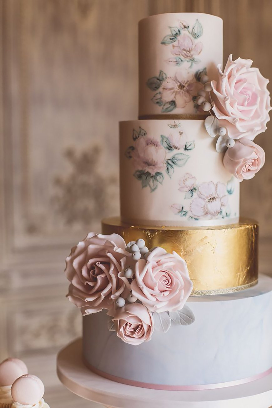 Modern Wedding Cakes You Won't Want To Miss - Metallic masterpieces | CHWV