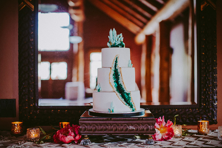 Modern Wedding Cakes You Won't Want To Miss - Jewel in the crown | CHWV