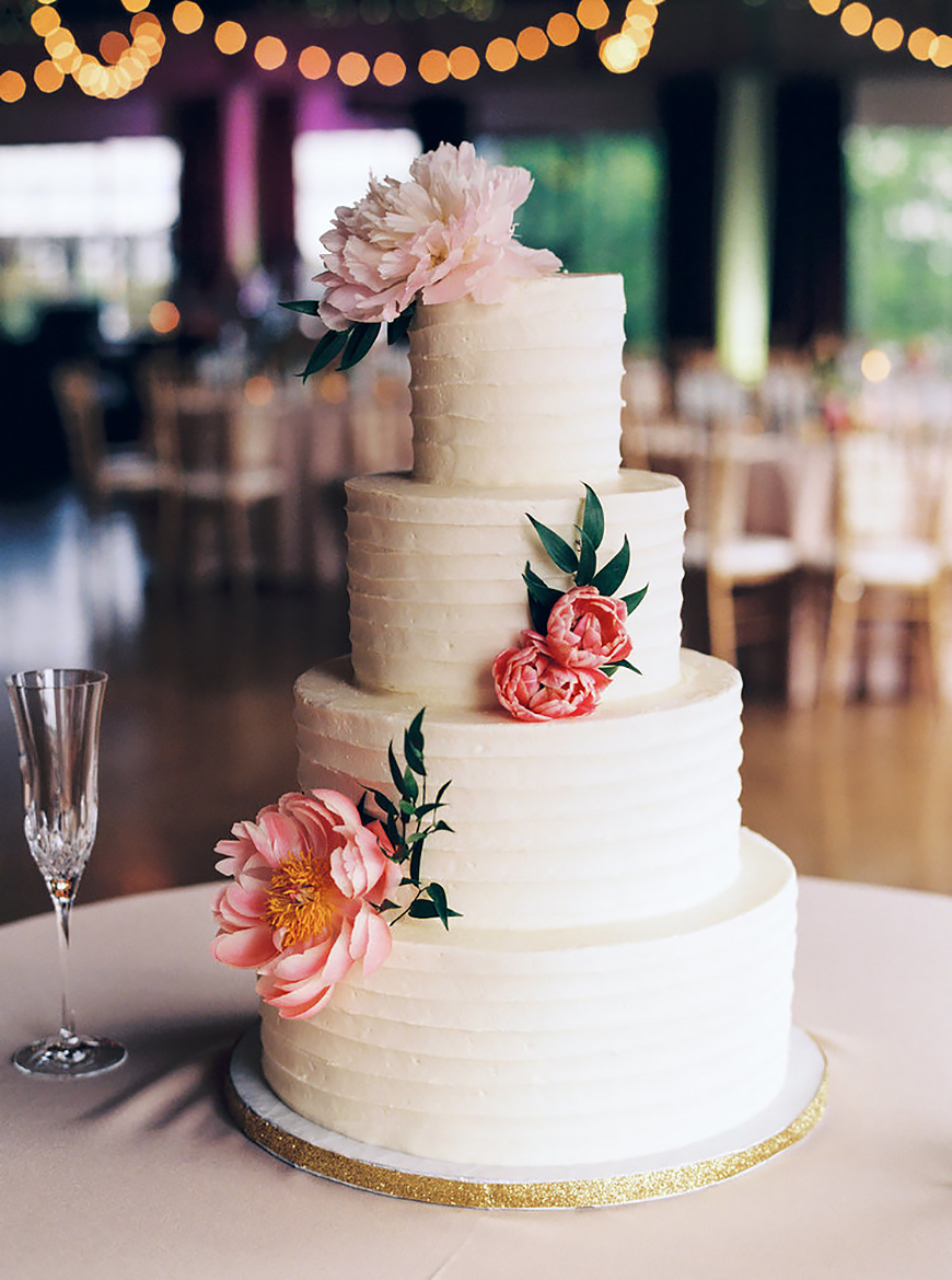 Modern Wedding Cakes You Won't Want To Miss - Slices of simplicity | CHWV