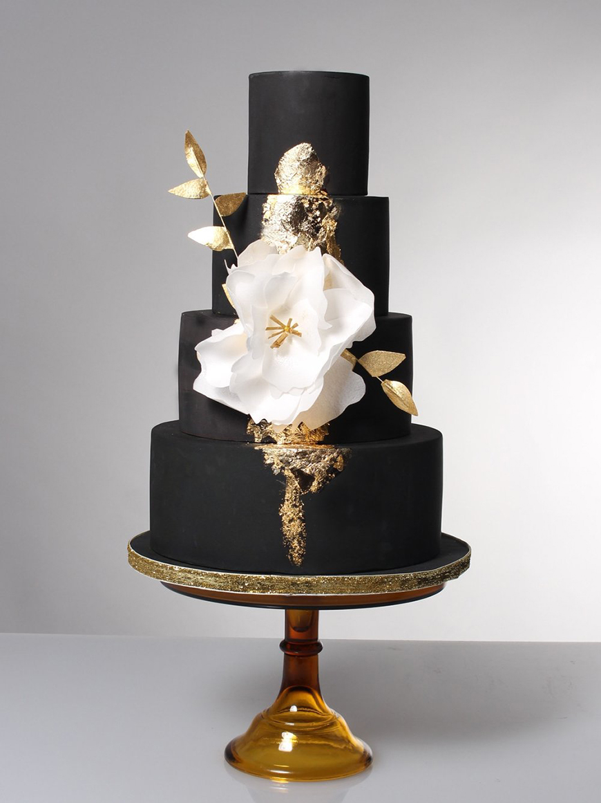 Modern Wedding Cakes You Won't Want To Miss - Black is back | CHWV